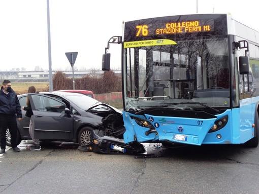 incidente di un pullman di linea con un'auto