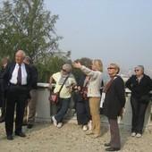 Guida turistica con visitatori