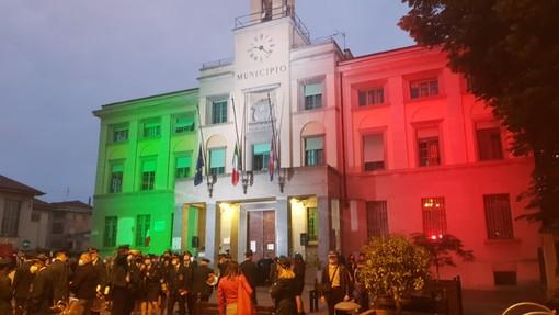 Municipio di Venaria con il tricolore