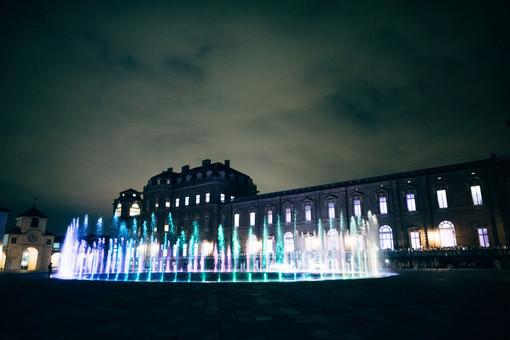 Reggia di Venaria di notte con fontana accesa